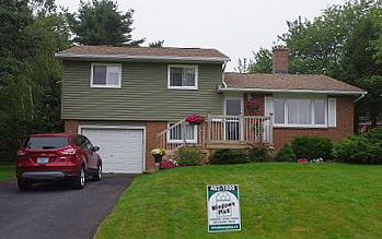 Our team can hang vinyl siding on all types of homes.